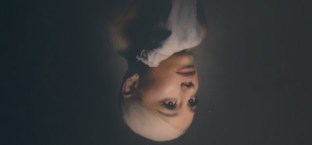ArianaGrande-home-fb87785935.png