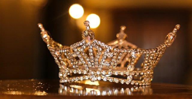Miss Kentucky Crown 2.jpg