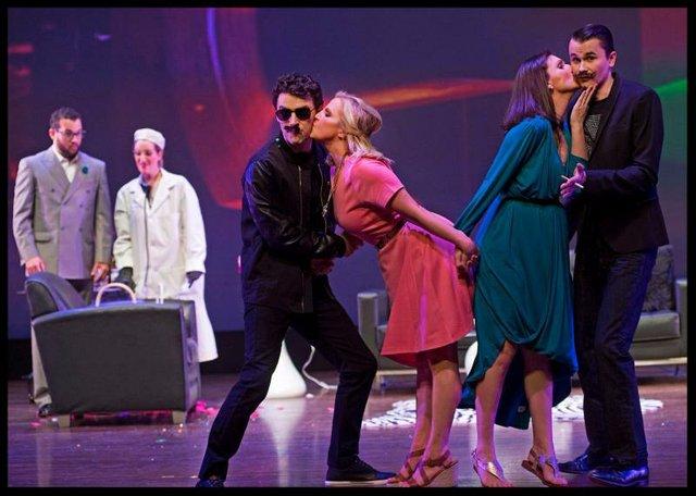 "UK Opera Theatre: ""Cosi Fan Tutte"""