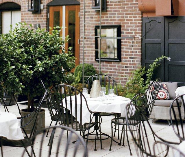 dudleys_patio2.jpg