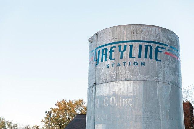 Grey-Line-17.jpg