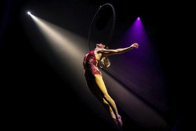 magical cirque christmas_Hoop_2.jpg