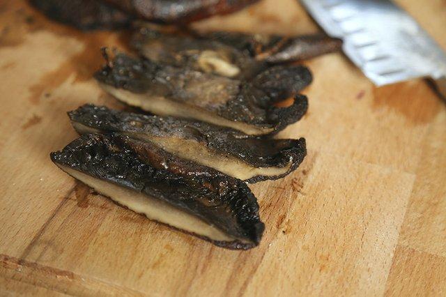 Grilled Mushrooms Sliced_TheresaStanley.jpg