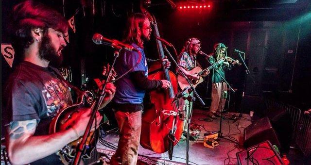 Bluegrass Showcase: Restless Leg String Band/ Kentucky Harvest Band