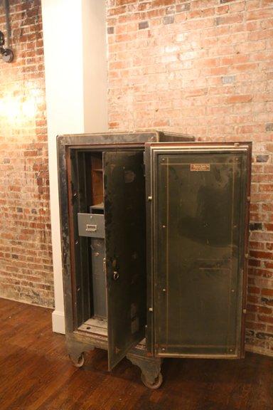 Oscar Diggs Server Station