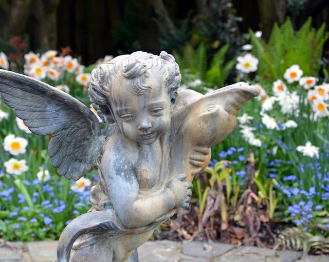 Little angle statue