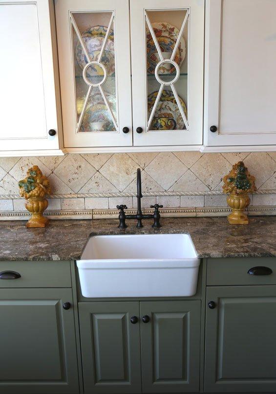 3 - Farmhouse Sink & Hidden Dishwasher