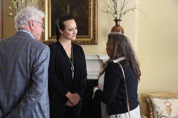 Donna Isom talks w: Kim Dawahare and guest.JPG